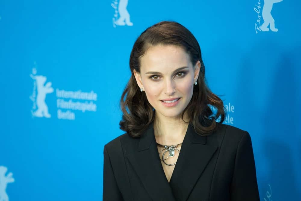 The tips of her dark shoulder-length hair are curled in wild directions but Natalie Portman manages to get a sophisticated touch to her loose hairstyle simply by clipping back two front strands in a half-up-half-down manner. This results in a neat look that will make her fit well in professional settings.