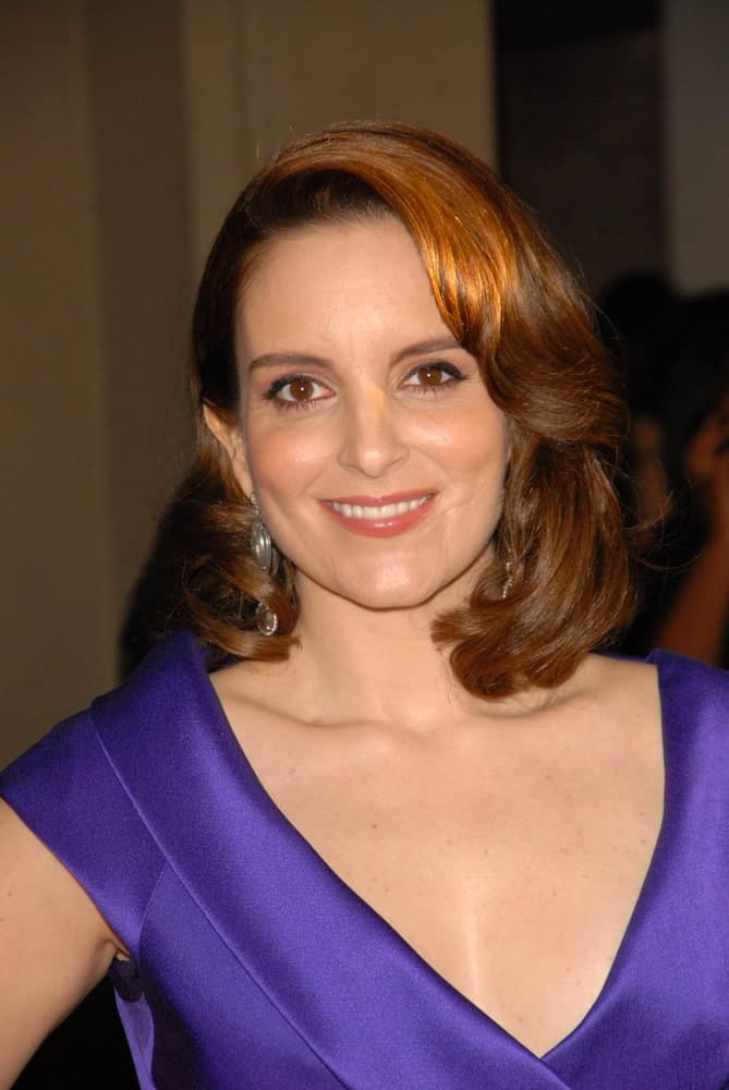 Tina Fey'seasy-going hairstyle for women is the style to go for when you are running short of time. Curling just the locks at the front, she has swept the right half over to the other side. The resulting hairstyle is the right mix of casual and elegant.