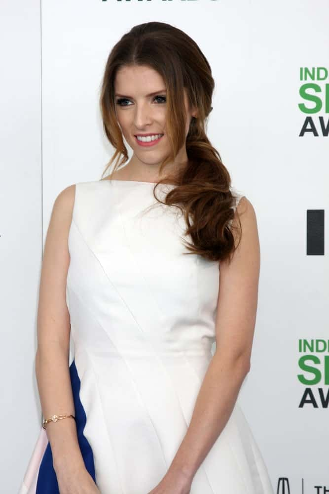 Anna Kendrick's wedding hairstyle for women is oozing beauty and grace with the arranged and orderly updo. The segmented strands that are further accentuated by the caramel highlights make her shine with splendor and finery.