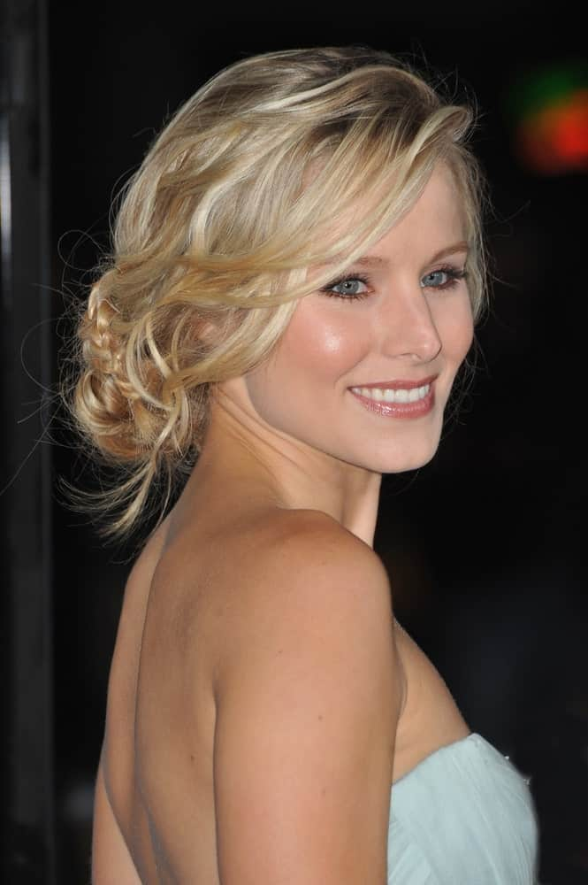 Kristen Bell's low bun might seem casual and messy at first, but it surely isn't tied without thought. After gathering her shiny blonde hair at the nape of her neck, the charming actress has made a thin three-strand braid at the side and then wrapped it around the bun. The resulting hairstyle is the right mix of casual and elegance.