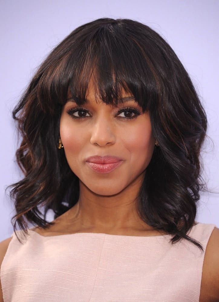 "The beautiful and ageless Kerry Washington looks good no matter what! Here, the ""Scandal"" actress relaxed her hair and put it in some loose curls. She paired the look with thick curling choppy-cut bangs. Coupled with the pale pink dress and makeup, the actress looks as youthful as ever."