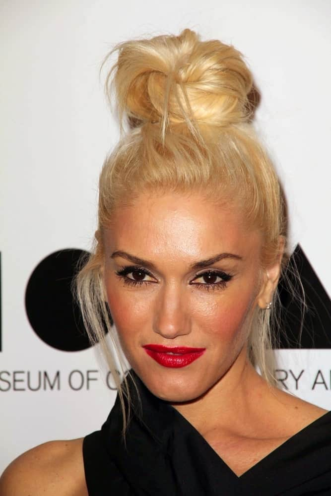 For the lazy days when you don't want to brush your hair, Gwen Stefani provides a useful hairstyling tip. Simply gather your hair and knot it loosely over the top. Let out some flyaways. Despite the messy style, the high bun is bound to catch attention from afar.
