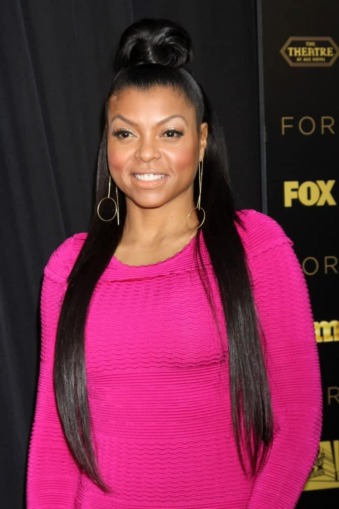 Girls all over the world dream of having lengthy, straight hair like Taraji P. Henson. And when the actress/ singer and author flaunts her long and silky hair in a high parted ponytail like this, the style is simply to die for. The ponytail stems from a chignon-style puffy bun that stresses the look all the more.