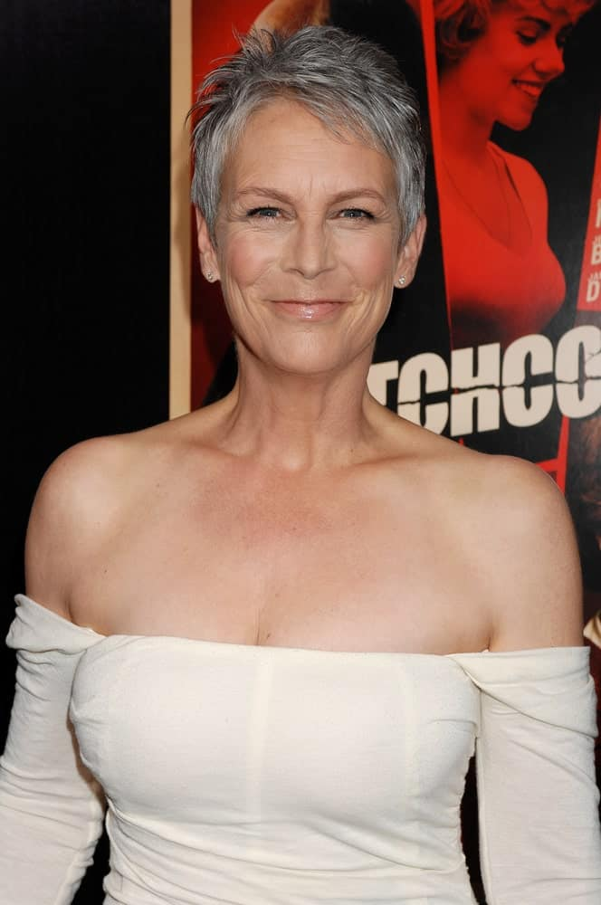 Jamie Lee Curtis is one of those older Hollywood stars who aren't afraid of hiding their age and wear their naturally grayed hair with beauty and confidence. Short haircuts are usually her go-to style because it gives a fresh and perky look and significantly cuts down on her actual age. Here she can be seen wearing her slowly graying hair in a pixie cut and completely rocking the style.