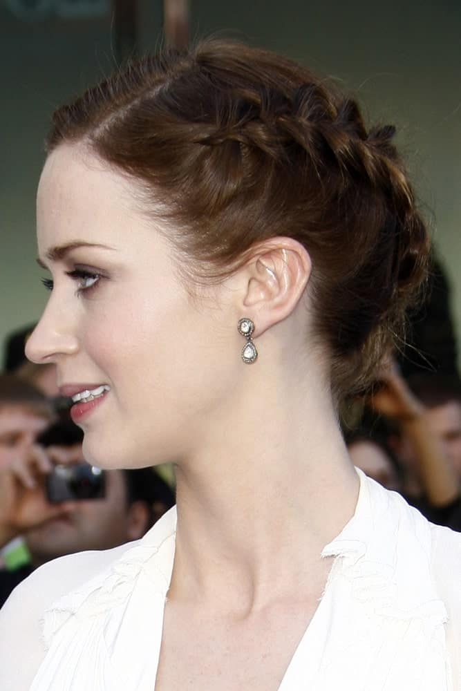 Note that the plait runs all across the back of her head in a diagonal style.