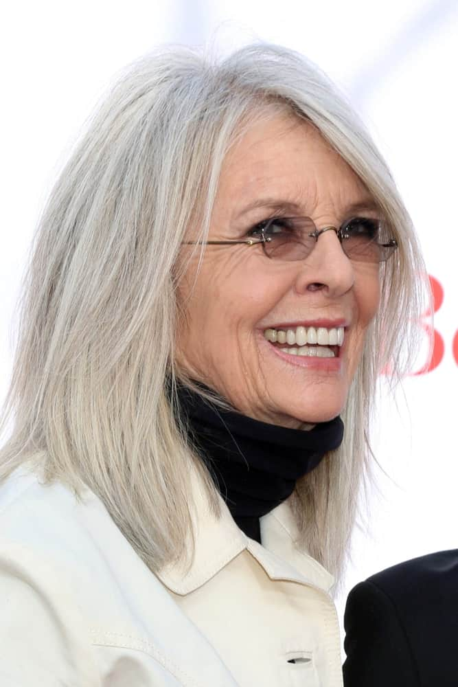 Captured less than a year ago, this picture shows that Diane Keaton is true to her words. She doesn't perceive hair turning gray to be a very big deal and thus, didn't once consider hiding them with darker dyes. She prefers to wear her now completely grayed hair in a shoulder-length cut coupled with a few layers to look exquisite beyond words.