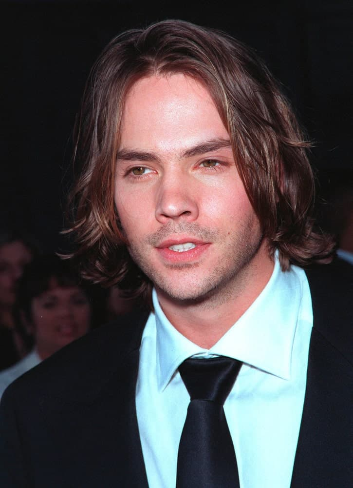 Barry Watson is really working that medium shag with thick brown locks of hair just touching the tip of his shoulders. He has a middle parting going on, and the hair is falling gently on both sides of his face. This long hairstyle is perfect for those who have a well-defined jawline and a prominent chin.