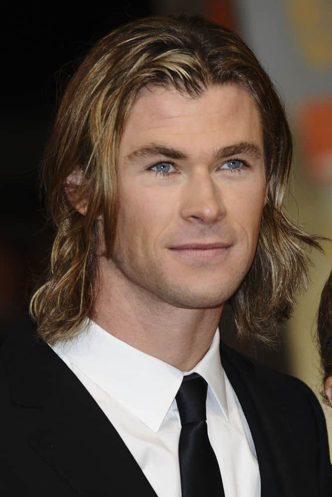 Chris Helmsworth has to be one of the most handsome men out there and he absolutely lives up to that title with his long, straight dyed hair. He is rocking his straight, long hair here that has caramel-golden highlights going on all over the hair. You can see tiny golden strands standing out from the dull gold section, together which create the perfect highlighted look that further adds to his beauty.