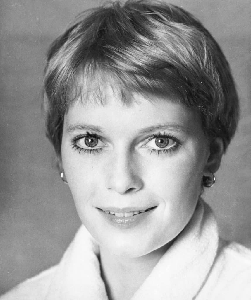 Mia Farrow sporting the pixie crop by Sassoon