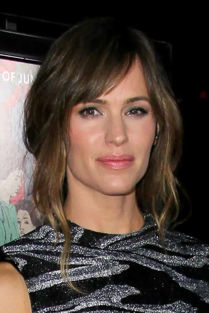 The mother-of-three was looking lovely as she wears her medium-length tresses in a messy bun with side-swept bangs at the