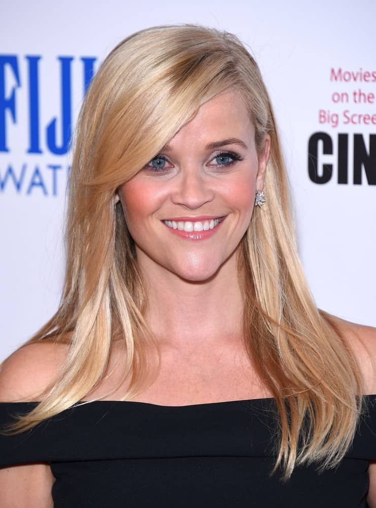 Reese Witherspoon was quite elegant with her black off-shoulder dress and medium-length loose sandy blond hairstyle with long side-swept bangs when she was honored by the American Cinematheque on October 30, 2015, in Hollywood, CA.