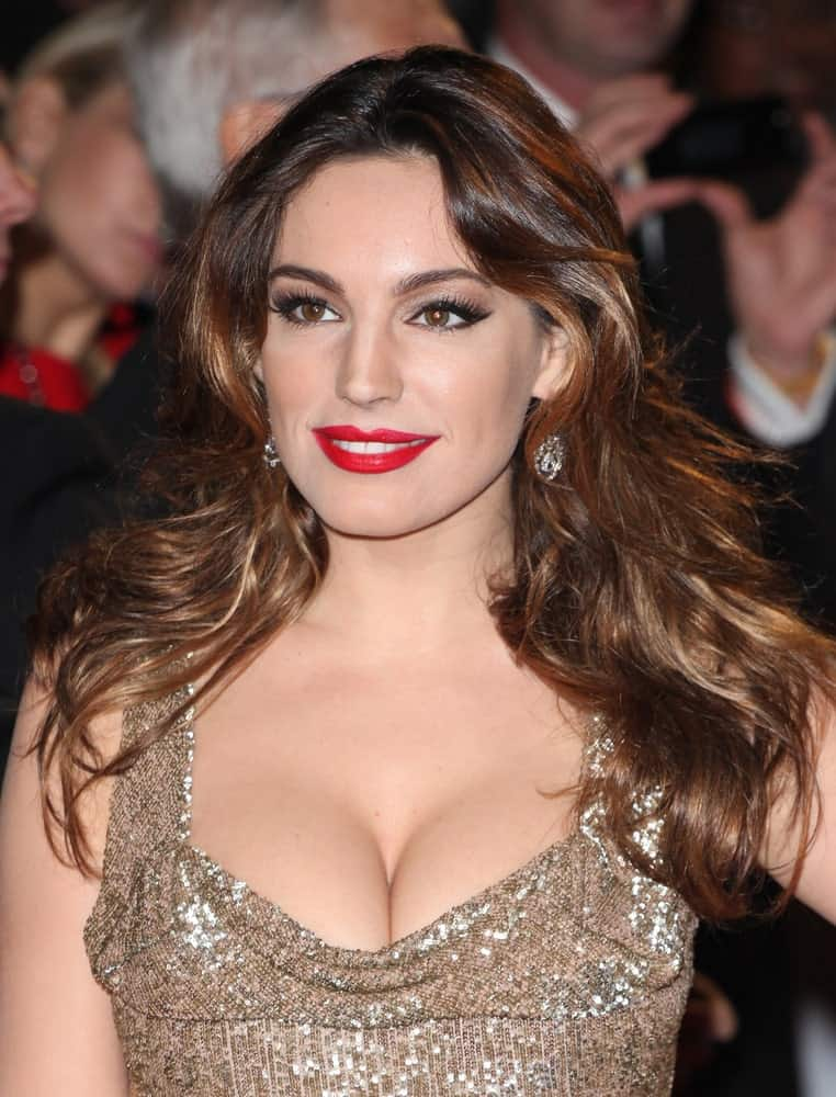 Kelly Brook flaunting