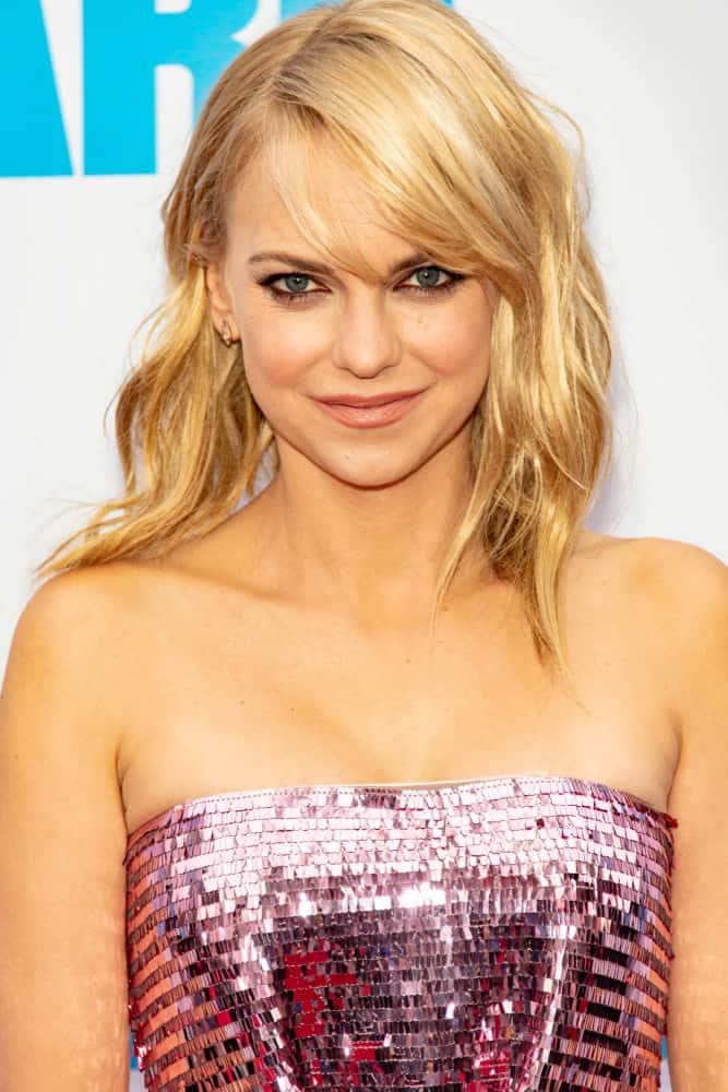 Anna Faris with updated loose shag style