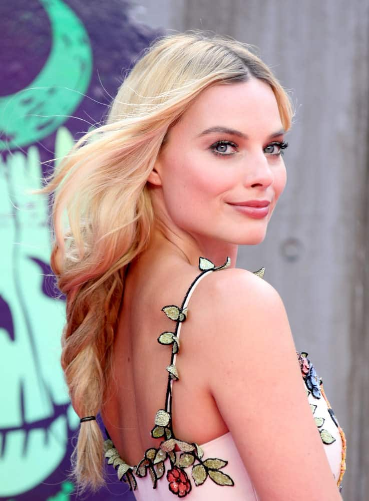 36.Margot Robbie with loose braid
