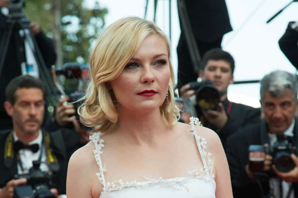 45.Kirsten Dunst with shoulder grazing lob