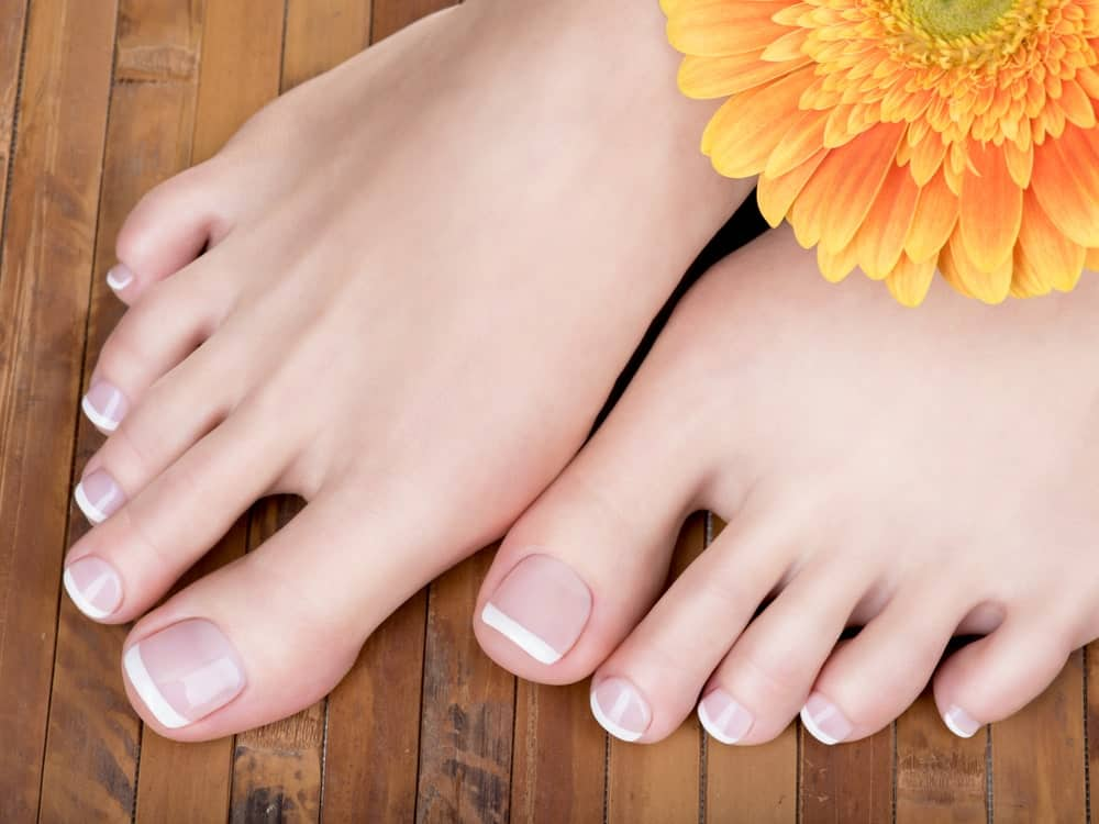 French pedicure nails