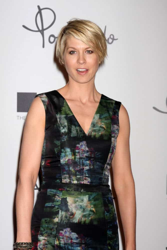 Jenna Elfman arrives at Pomellato Boutique Opening at Pomellato Boutique on January 30, 2012 in Beverly Hills, CA