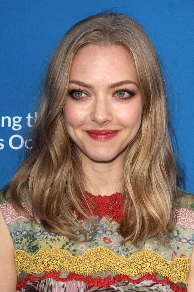 Amanda Seyfried's charming smile and mesmerizing eyes were complemented by her beautiful long wavy blond hair that is slightly tousled and wavy going just past her shoulders back in September 2015.