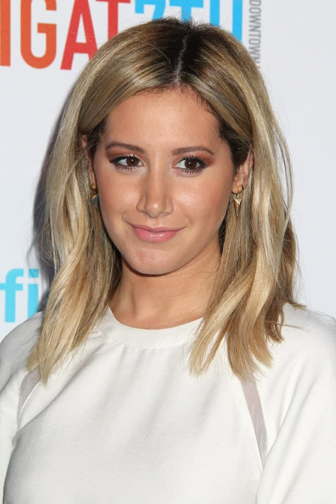 Simple Tisdale at the FIGat7th Grand Re-Opening last June 19, 2014, with loose shoulder-length hair complemented with light makeup.