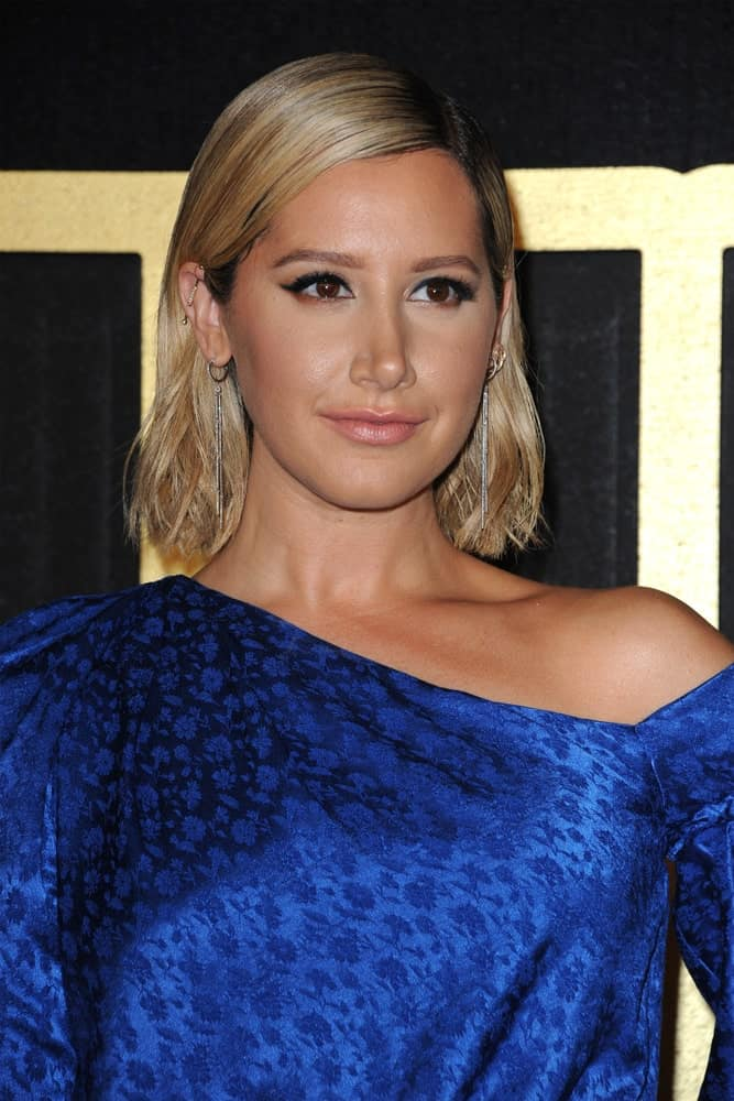 The actress at the HBO's Official 2018 Emmy After Party held on September 17, 2018, showcasing a classy look with her short loose hair dyed in honey blonde. It is complemented by stunning dangle earrings and some piercings.
