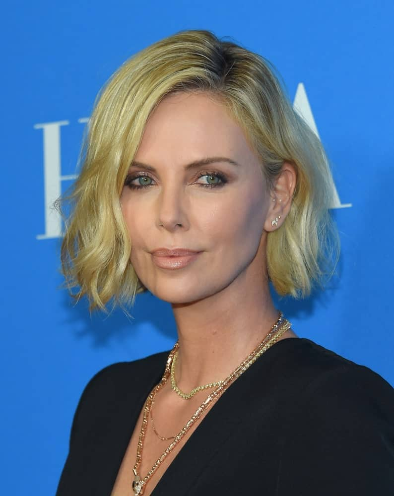 The actress rocked a tousled hairstyle with subtle waves during the Hollywood Foreign Press Association's Annual Grants Banquet on August 9, 2018. It was side-parted with dark roots peeking out.