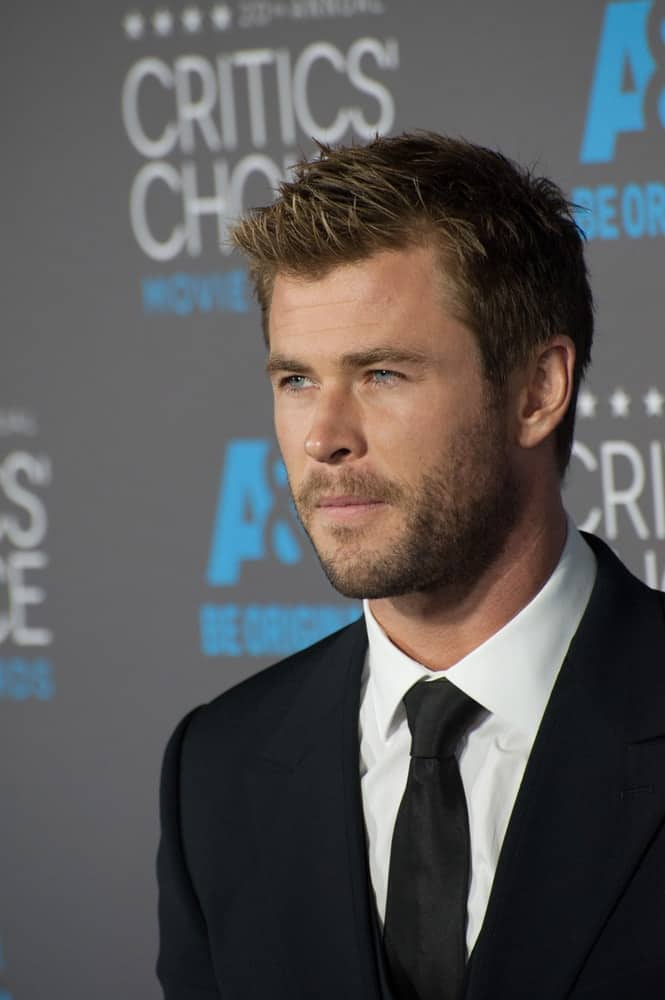 Chris Hemsworth opted for a sophisticated and elegant look at the 20th Annual Critics' Choice Movie Awards last January 15, 2015 at the Hollywood Palladium. He wore a classic black suit balanced with a spiky crew cut hairstyle.