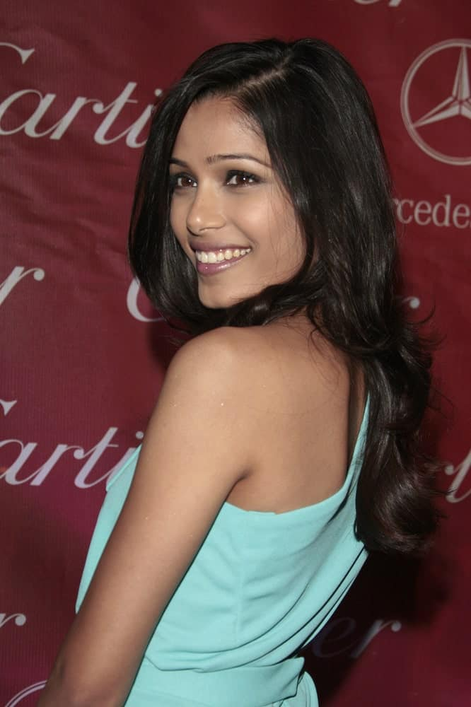Freida Pinto showcases her long and dark wavy layered hair with a slight tousle contrasting her bright blue outfit when she attended the 20th Palm Springs Film Festival Gala last January 6, 2009 in Palm Springs, California.