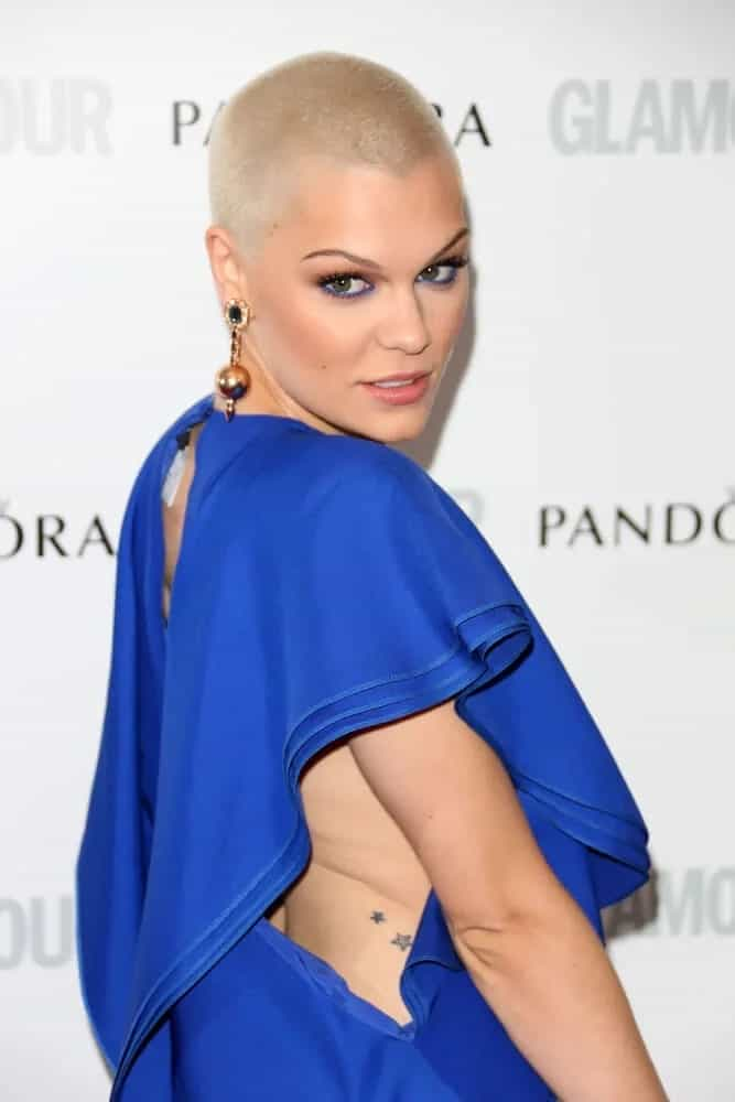 The singer totally pulled off the shaved blondie style at the 2013 Glamour Women of The Year Awards. It showcases her fine chiseled face and sexy beauty complemented by her blue dress.