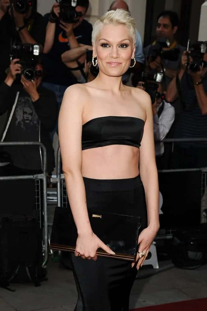 During the 2013 GQ Men Of The Year Awards at the Royal Opera House, Jessie J attended with her short platinum blonde hair contrasting her all-black sexy outfit.