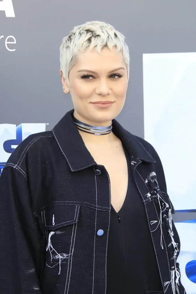 The singer Jessie J's pixie hair was dyed platinum blonde and styled with some wavy layers and highlights for texture at the 'Ice Age: Collision Course' last July 17, 2016.