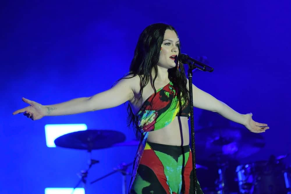 Last September 29, 2019, The singer Jessie J had long loose tousled hair with small braids at the side during her Rock in Rio Concert in Rio de Janeiro.