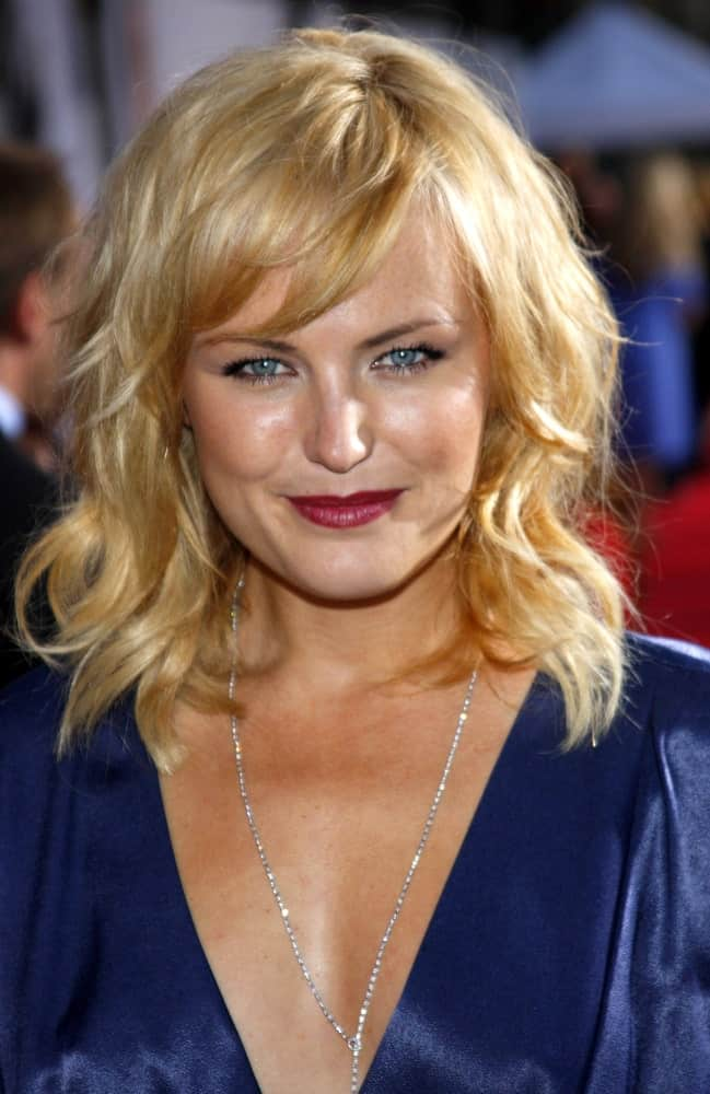 """The actress Malin Akerman was at the Los Angeles premiere of """"The Proposal"""" held at the El Capitan Theater last June 1, 2009. She had an elegant blue outfit to complement her tousled blond waves with highlights."""