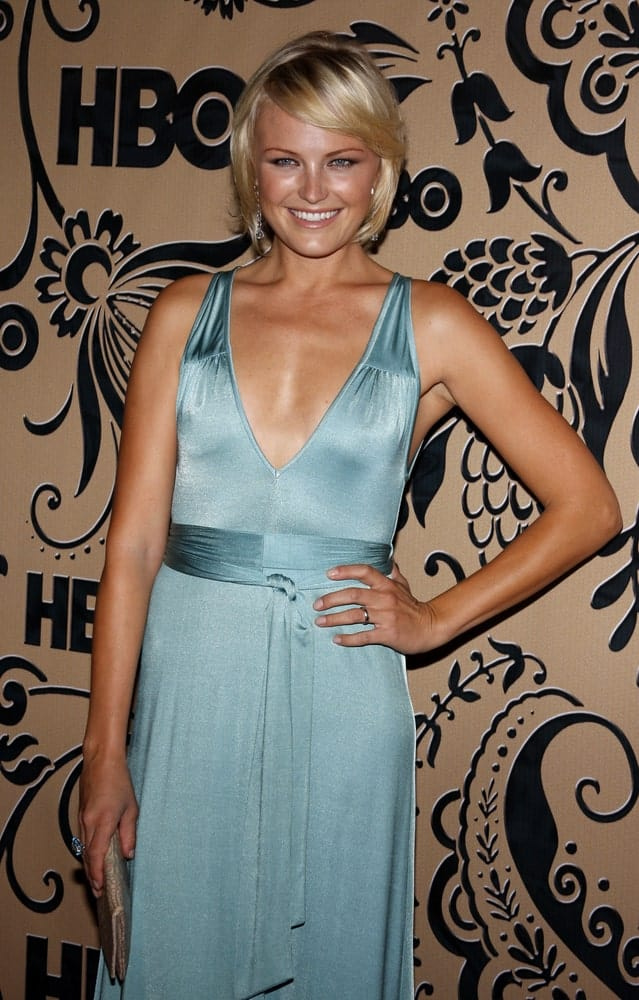 Last September 9, 2009, Malin Akerman was at the HBO Post EMMY Party held at the Pacific Design Center. She wore a simple blue silk dress and a blond bob hairstyle with sweet side-swept bangs.