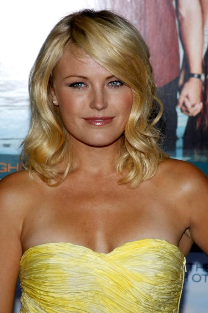 "Malin Akerman was at the October 5, 2009 Los Angeles Premiere of ""Couples Retreat"" held at the Mann Village Theater in Westwood, California. She showcased her tan skin and sun-kissed beach waves with highlights and side-swept bangs."
