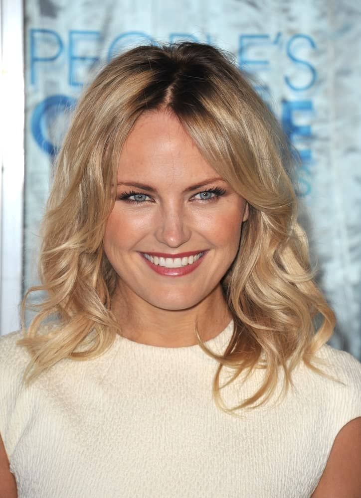 Last January 5, 2011, Malin Akerman attended the 2011 Peoples' Choice Awards in downtown Los Angeles wearing a white textured dress to brighten up her shoulder-length dark blond tousled waves with highlights.