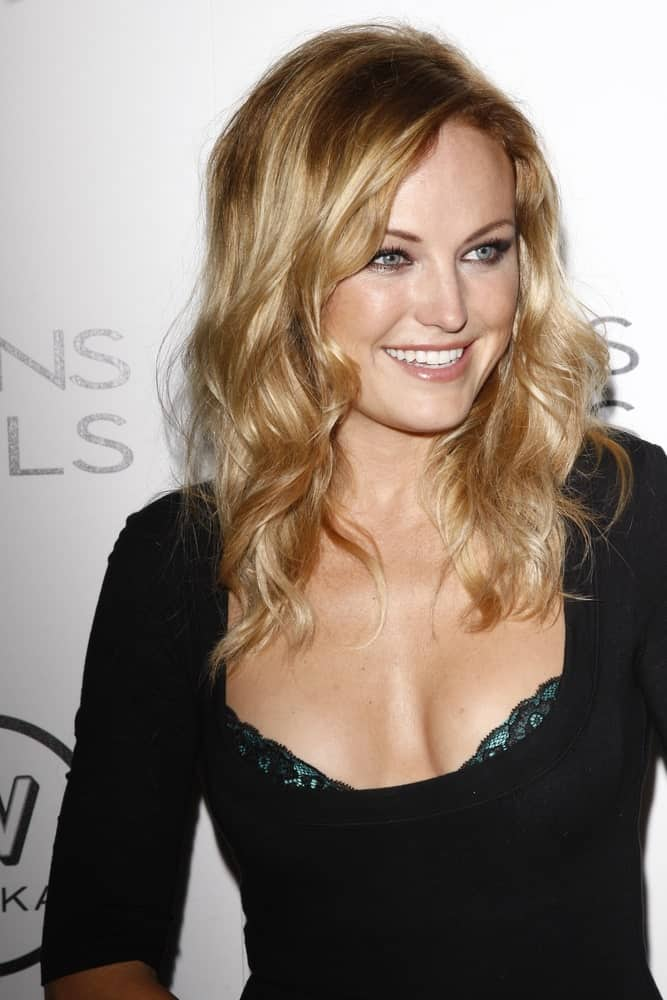 Malin Akerman wore her hair beach waves with a brown tinge to the loose tousled curls at the 4th annual Icons & Idols party in West Hollywood, California last August 28, 2011.
