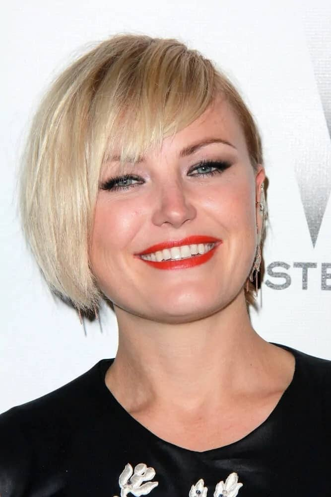 Last January 11, 2015, Akerman attended The Weinstein Company/Netflix Golden Globes After Party with her long blond pixie haircut that is almost a short bob with side-swept bangs.