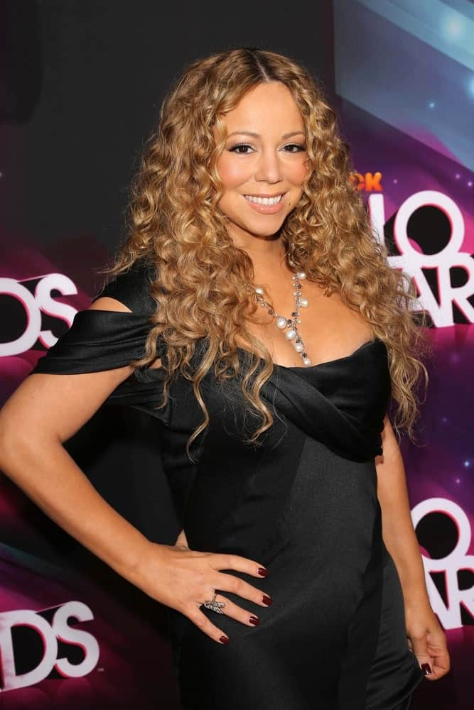 The singer attended the 2012 Teen Nickelodeon HALO Awards with this carefree and confident hairstyle filled with honey-colored thick and bouncy curls.