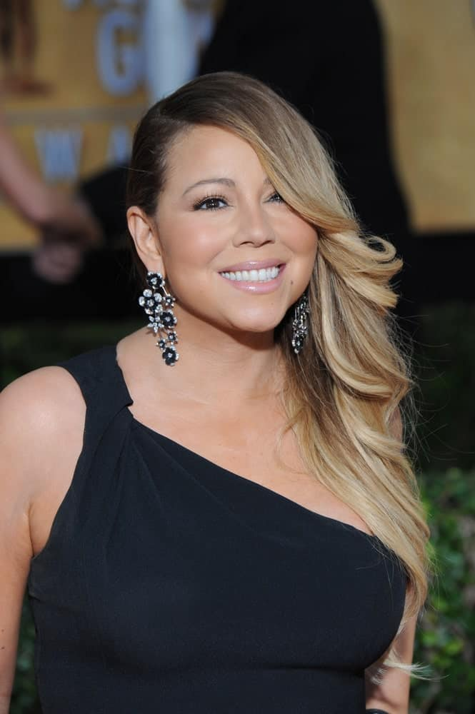 Last January 18, 2014, Mariah Carey was at the 20th Annual Screen Actors Guild Awards at the Shrine Auditorium with her highlighted and wavy hair swept to the left side and bangs covering the left eye.