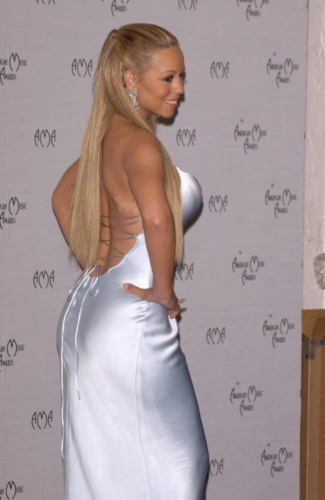 Side profile of the singer during the 30th Annual American Music Awards in Los Angeles on January 13, 2003.