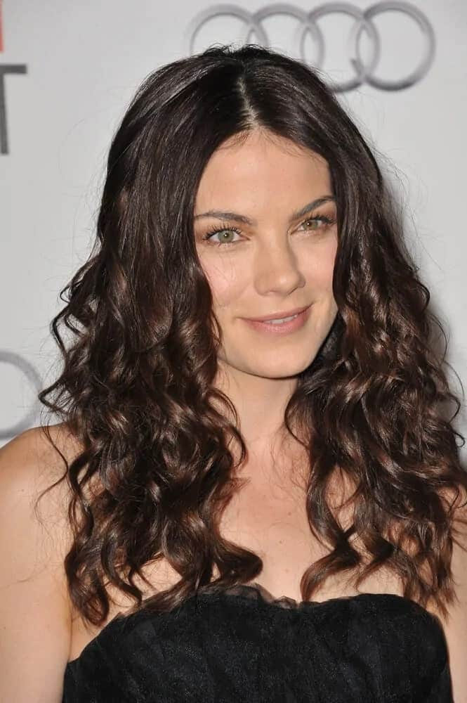 "At the world premiere of ""Love & Other Drugs"" last November 4, 2010, Michelle Monaghan attended with her thick and curly dark hair, tossed a little bit for extra volume and texture to match her black satin dress."