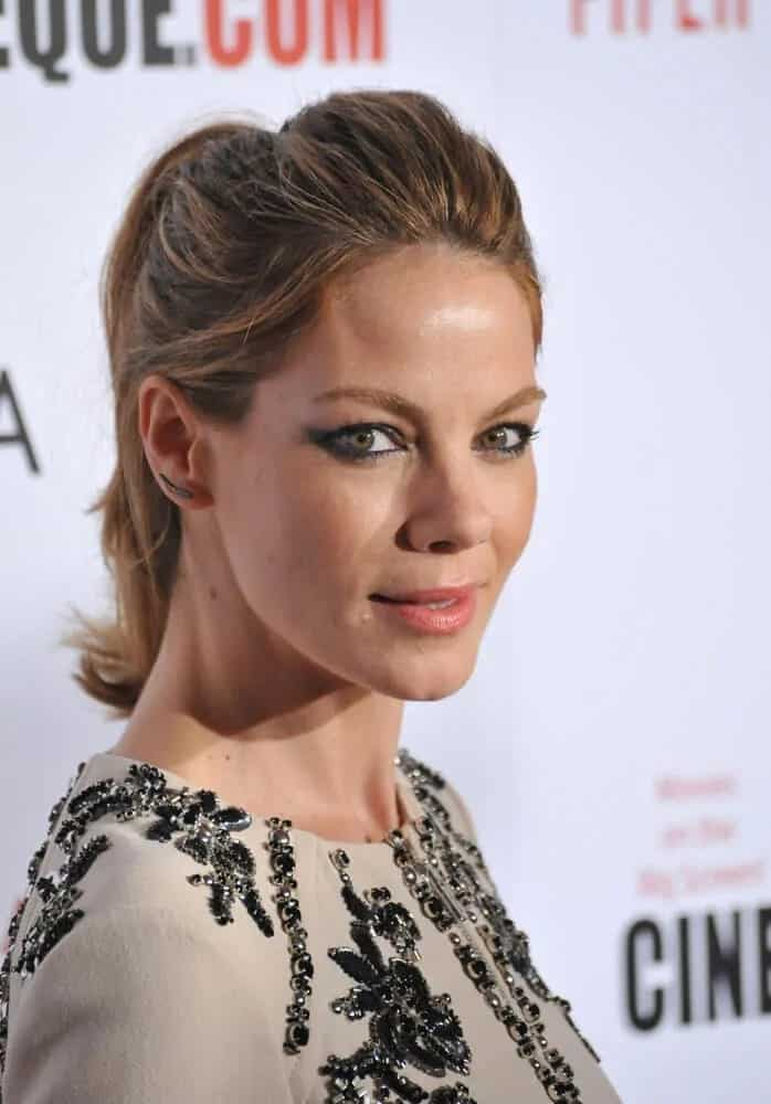 The actress wore a classy and sophisticated look at the 28th Annual American Cinematheque Award Gala last October 21, 2014. He had a slightly messy ponytail that brings out her highlights and lovely make up.