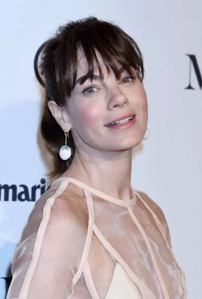 Michelle Monaghan wore this messy ponytail with wispy bangs that go past her eyebrows at the Marie Claire Image Makers Awards 2018.