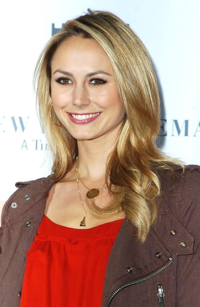 Stacy Keibler flashed a sweet smile during the SEMI-PRO Premiere held last February 19, 2008. She wore a red blouse topped with a brown blazer along with a volumized blonde hair that's half curled.