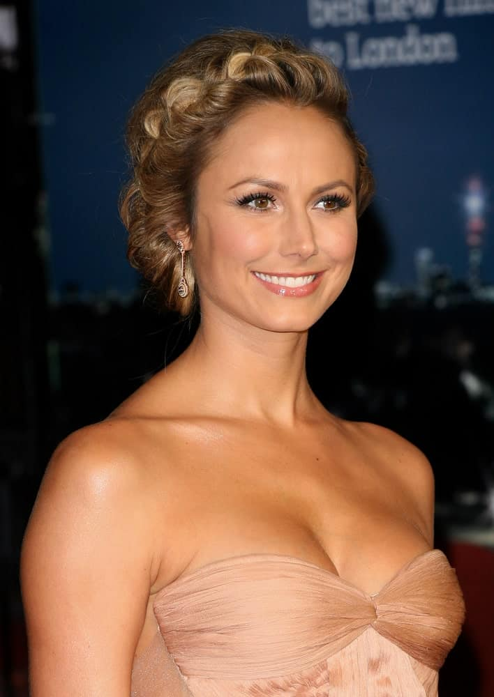 Stacy Keibler flaunting a very charming crown braid hairstyle that emphasizes her facial features. She finishes her look with drop earrings and a nice tube dress she wore during the The BFI London Film Festival: The Descendants - Premiere last October 20, 2011.