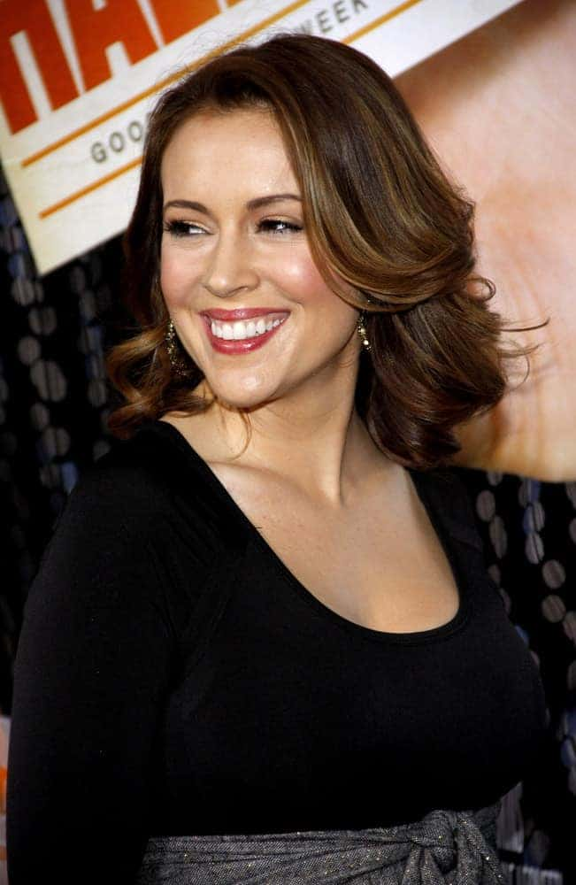 """The mom-to-be is happily wearing her flipped out loose waves with a side part and highlights at the Los Angeles Premiere of """"Hall Pass"""" on February 23, 2011."""