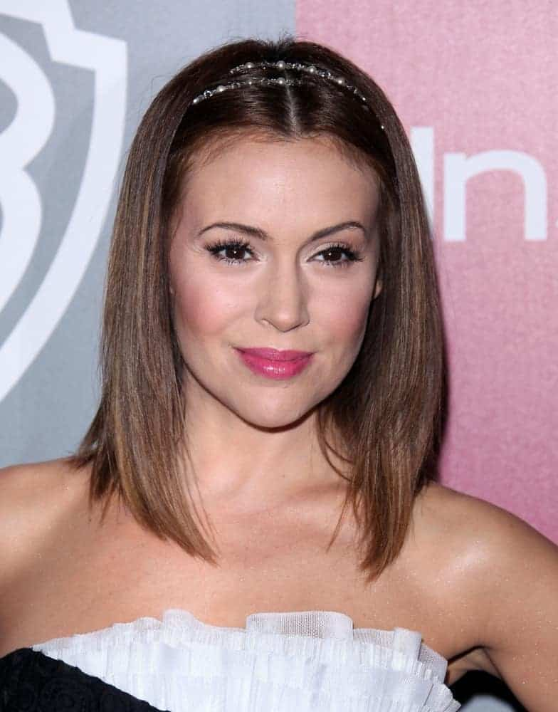 Singer-actress Alyssa Milano has worn her gorgeous straight locks in a cute bob with a beaded headband for the 12th Annual WB-In Style Golden Globe After Party on January 16, 2011.
