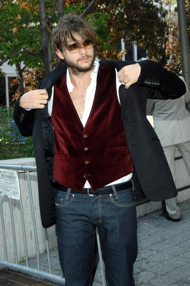 Ashton Kutcher's scruffy full beard and tousled long fringe hairstyle made him look quite manly at the ABC Network Primetime Upfronts Previews in Lincoln Center, New York on May 15, 2007.
