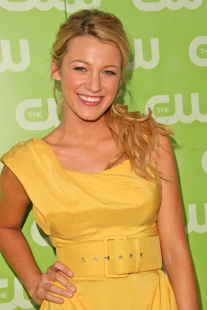 Last July 20, 2007, Blake Lively's lovely mustard yellow dress blended well with her sandy blond hair styled in a wavy and messy low ponytail at the CW Summer 2007 TCA Press Tour in Los Angeles.