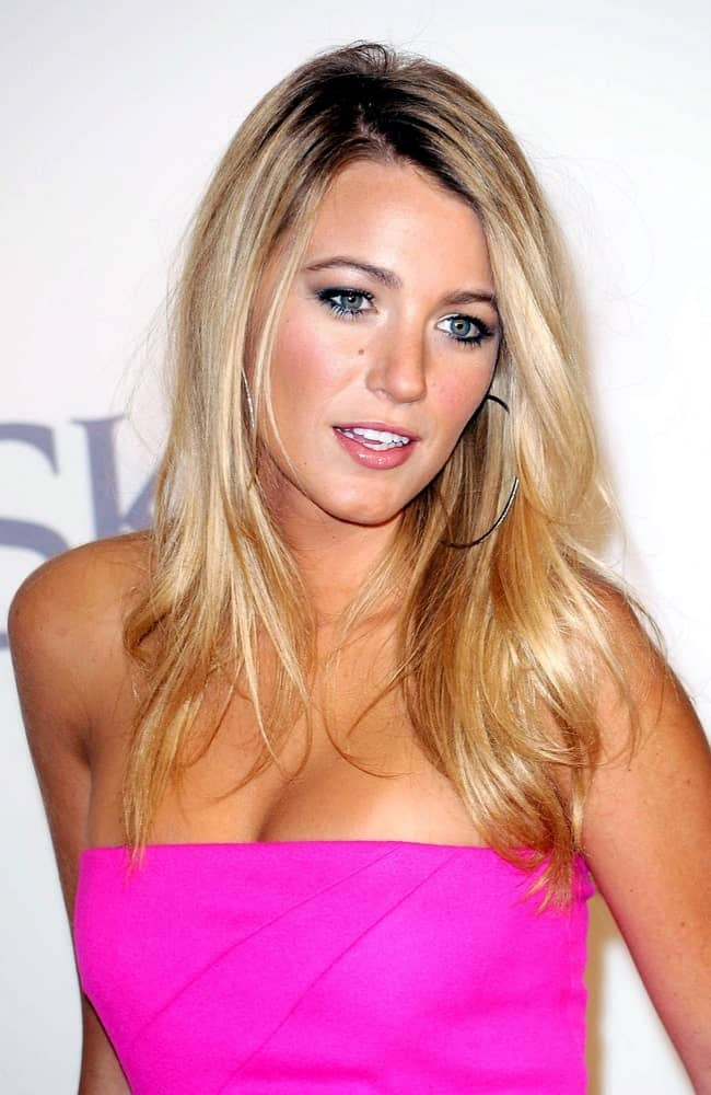 Blake Lively's sexy shocking pink dress wowed everyone at The 2009 Council of Fashion Designers of America CFDA Fashion Awards in New York last June 15, 2009. She complemented this with a layered and highlighted loose hairstyle.